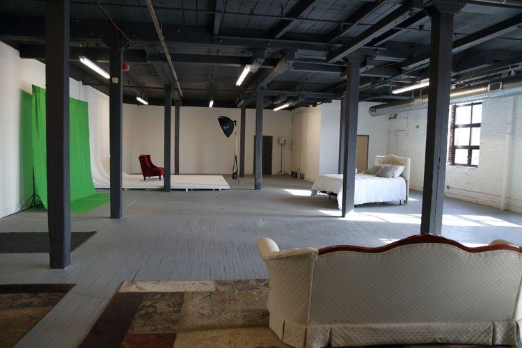 Studio 2e Brings Creatives Together